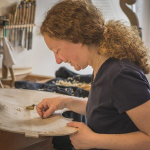 Geigenbaumeisterin Jennifer Mohr